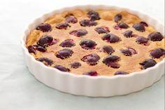 Il clafoutis è un rinomato dolce di origine francese, per l'esattezza della zona di Limousin, una torta che in genere si realizza con frutta di stagione e si gusta tiepida.