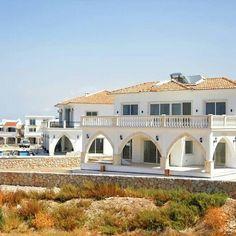4 sovrum Villa, Home Decor, Homemade Home Decor, Decoration Home, Room Decor, Interior Design, Home Interiors, Interior Decorating, Villas
