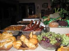 good link to bunch of pics of Medieval Party Buffet