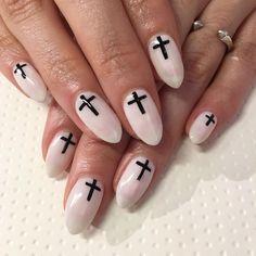 Happy Sunday! Crosses for my lil dark angel @luisajames ✨ #nails #nailart #gelnails #sparklesf