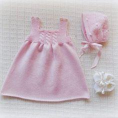 Best 12 Ravelry: Netka's Green Apple dress – SkillOfKing. Baby Knitting Patterns, Childrens Sewing Patterns, Knitting Blogs, Knitting For Kids, Girls Knitted Dress, Knitted Baby Cardigan, Layette Pattern, Gilet Crochet, Kids Outfits