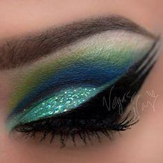 Intense liner By Vegas Nay Diy Beauty, Beauty Makeup, Beauty Hacks, Beauty Tips, Best Makeup Artist, Glam Hair, Makeup For Green Eyes, Makeup Designs, All Things Beauty