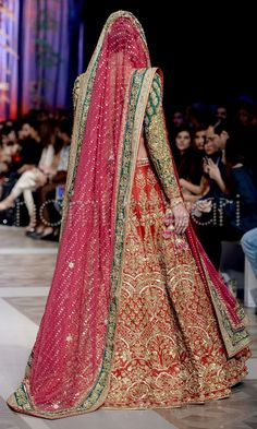 Nomi Ansari presents the glamorous and best runway looks. See Nomi Ansari runway reports for more details. Mehendi Outfits, Pakistani Wedding Outfits, Indian Bridal Wear, Pakistani Wedding Dresses, Bridal Outfits, Indian Dresses, Indian Outfits, Nikkah Dress, Mehndi Dress