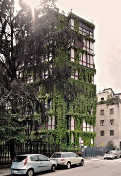 Via Quadronno di Angelo Mangiarotti insieme a Bruno Morassutti Green Architecture, Contemporary Architecture, Architecture Design, Italy Travel, Building Design, Bauhaus, Street View, Chandeliers, Landscape
