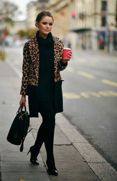 Leopard print coat with all black fall outfit. Winter Typ, Winter Mode, Mode Outfits, Fashion Outfits, Sporty Outfits, Black Outfits, Fashion Story, Stylish Outfits, Fashion Ideas