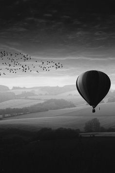 Black and White Photography People: Get Professional Looking Pictures With These Tips – B & W Photography ltd Photo B, Jolie Photo, Daily Photo, White Aesthetic, Black And White Pictures, Vintage Photography, Black And White Photography, Cool Pictures, Balloons