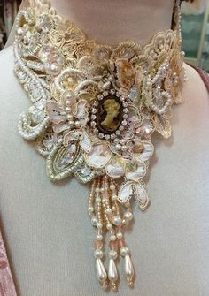 39 DIY Collar Sewing Ideas to Help You Create Your Own Unique Collar - Fashionetter Lace Jewelry, Textile Jewelry, Fabric Jewelry, Jewelry Crafts, Jewelry Art, Jewelery, Vintage Jewelry, Jewelry Accessories, Handmade Jewelry