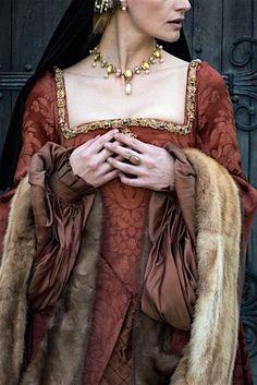 Good example of 16th century fashion.