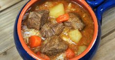 Cuban-style beef soup or Sopa de Res in Spanish, is a really easy and affordable way to get a home-cooked, nutritious and delicious meal. For this soup, an inexpensive cut of beef is cut into small chunks. The beef is cooked in a rich and … Beef Soup Recipes, Mexican Food Recipes, Cooking Recipes, Ethnic Recipes, Beef Soups, Cooking Bacon, Cooking Tips, Dinner Recipes, Beef Soup Bones