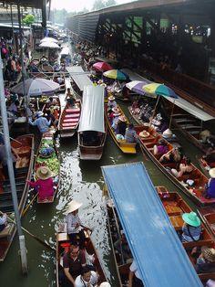Schwimmender Markt, Damnoen Saduak, Ratchaburi, Thailand  http://g.co/maps/tktg7