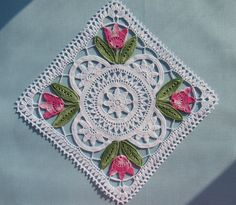 Gorgeous crochet lace mat: Tulpanduk by Anna-Lisa Safstroms (Denmark)