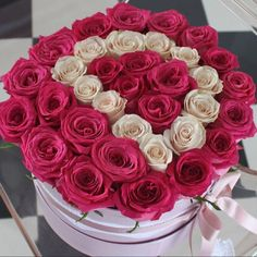 Exotic Flowers, My Flower, Pretty Flowers, Romantic Ideas For Him, Million Roses, Girly Drawings, Flower Boutique, Flower Letters, Special Flowers