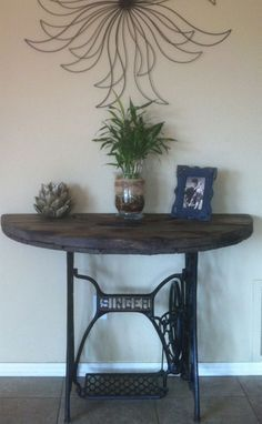 DIY foyer table used an old singer sewing machine base that is cast iron then cut an old wire spool top in half torched it to bring out the wood detail and added a couple burn marks for that old barn wood look then waxed it.Everyone loves it! Singer Table, Singer Sewing Tables, Sewing Machine Tables, Antique Sewing Machines, Mesa Singer, Furniture Makeover, Diy Furniture, Spool Tables, Diy Vintage
