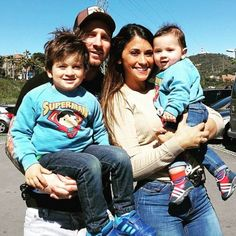 On June Lionel Messi is going to marry in his hometown with Antonello Roccuzzo. Leo Messi have invited entire team mates of Barcelona along for the Antonella Roccuzzo, Messi Fans, Messi 10, Messi Childhood, Messi Y Antonella, Lionel Messi Biography, Rugby, Lionel Messi Family, God Of Football