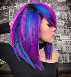 Trendy Hair Color Picture DescriptionWe have gathered here all the trendiest and gorgeous blue hair color ideas inspired by flowers; we hope that you will enjoy and will find something that will come to your taste! Pretty Hair Color, Hair Color And Cut, Hair Color Blue, Purple Hair, Hair Colors, Creative Hairstyles, Funky Hairstyles, Shoulder Length Hair With Bangs, Pelo Multicolor