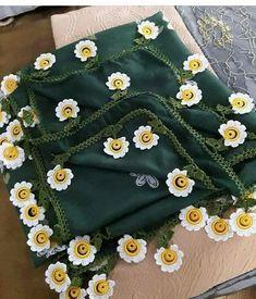 63 maravillosos modelos de costura de ganchillo que admirarás - Tığ işleri Crochet Lace Edging, Crochet Flower Patterns, Crochet Designs, Knit Crochet, Scarf Design, Sweater Design, Saree Tassels Designs, Fabric Yarn, Crochet Pillow