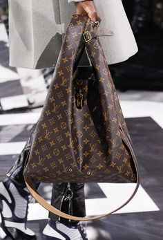 Louis Vuitton's Fall 2016 Bags Introduced New Shapes and Prints