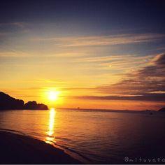 【mituyasaider_】さんのInstagramをピンしています。 《. いつかの朝 . #空 #シルエット #風景 #景色  #朝陽 #朝焼け #日の出 #海 #写真好きな人と繋がりたい  #landscape #scenery #sunrise #sunset #clouds #sunrise_sunsets_aroundworld #sky #sunrise_and_sunsets #silhouette  #lovers_nippon #heart_imprint #skylovers #sea #tv_landscapes #tv_depthoffield #tv_clouds #beautifulsky #reflection #japan_daytime_view #tv_aqua #ig_japan . 今日は雪ではなく 雨が降ってます 曇り  雨  雪の所が多そうですね . 今日も良い1日を〜》