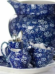Blue Calico for a British country tea Blue And White China, Blue China, Love Blue, Red White Blue, Cobalt Blue, Blue Dishes, White Dishes, Blue Onion, China Patterns