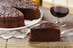 Torta al vino rosso e cioccolato, un dolce morbido al cioccolato ottimo per colazione, merenda. Ricetta facile, veloce, occorre solo un mixer è pronta.