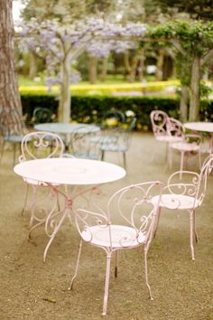 Idea for bistro set on patio. Painted Outdoor Furniture, Iron Furniture, Garden Furniture, Pink Furniture, Cafe Furniture, Porch Furniture, Jardin Style Shabby Chic, Shabby Chic Garden, Modern Dining Chairs