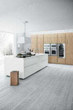 Character Cloe is a kitchen that enriches the range of top-of the-line models produced by Cesar and takes its place alongside the Yara and Elle models. Just like the latter, this kitchen has a bold p…