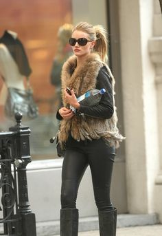 fashion      vogue-struck:    ROSIE *O*    100% streetstyle here! xo    All about models blog..    Perf