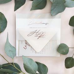 ThePatrick Suite // Silver + White Cardstock // Rose Gold Foil // Vellum Band . . . . . #weddinginspiration #weddinginspo #etsy #etsyshop…