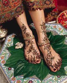 Henna feet, very beautiful