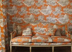 Stunning Toile de Jouy interiors from Manuel Canovas Parisienne Chic, Sofa Chair, Couch, Sofa Pillows, Patterned Furniture, Toile Wallpaper, Orange Wallpaper, Room Wallpaper, Designers Guild
