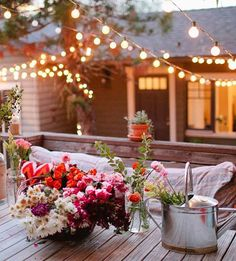 Stunning backyard lighting and spring florals! A beatuiful spot to entertain friends outdoors and the fun can stretch on well into the evening under the glow of string lights!