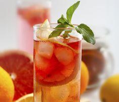 Készíts csipkebogyóteát grépfrúttal, így a bogyós gyógynövény vízhajtó hatását a citrus magas vitamintartalmával kombinálhatod. A grépfrút segít az állati zsírok lebontásában, pörgeti az anyagcserét, flavonokat, hesperidint és rutént tartalmaz, valamint támogatja a máj tisztulását.Az elkészítéshez főzz le egy adag csipketeát - lehetőleg szárított bogyóból, ne filteres teából -, és add hozzá a grépfrút levét rostokkal együtt, így a gyümölcs teltségérzetet is biztosít. Ha a teát a teljes…