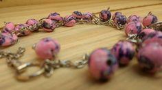 Pulseira em cerâmica plastica com regulagem. Essa pulseira é um de meus trabalhos feita por mim! para saber mais entre em meu site, curta a minha página no Facebook (Madaha) e me siga aqui no Pinterest