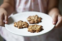 Mandlovo-ovesné sušenky | KITCHENETTE Gimme Some Sugar, Cooking Cookies, Kitchenette, Macarons, Dog Food Recipes, Cereal, Breakfast, Healthy, Sweet
