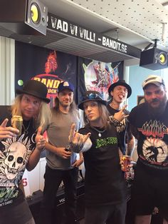 Children Of Bodom Alexi making a face of Tobi Sammet? Alexi Laiho, Children Of Bodom, Metalhead, Heavy Metal, My Books, Cob, My Love, Finland, My Style