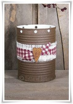Faux Rusty Tin Luminary with Heart Coffee Can Crafts, Tin Can Crafts, Jar Crafts, Crafts To Make, Rustic Crafts, Country Crafts, Easy Primitive Crafts, Country Primitive, Primitive Christmas