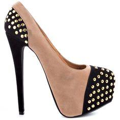 Leuke schoenen he ik zou ze zelf wel willen hebben. Jij? Nou zet een reactie. Bye Love Al The People.