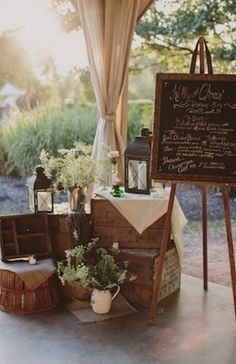 Baby's breath, lanterns and suitcases to decorate the garden's corner in your rustic wedding.