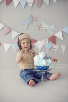 © Heidi Hope Photography #photographer #photography #portrait #baby #cakesmash #1year #birthday #sweetindulgence #cake #smash #plane