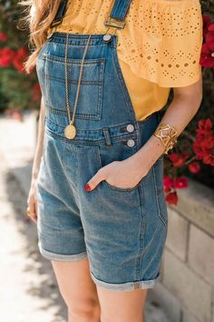 Flawless Summer Outfits Ideas For Slim Women That Looks Cool - Oscilling Summer Work Outfits, Spring Outfits, Summer Clothes For Women, Edgy Outfits, Cute Outfits, Cute Overall Outfits, Hippie Outfits, Overalls Outfit, Dungarees
