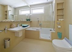 Koupelna, kde se do vany chodí dveřmi a sedátko WC je vyhřívané - iDNES. Duravit, Corner Bathtub, Home And Living, Alcove, Bathroom Lighting, Vany, Cabinet, Bedroom, Storage