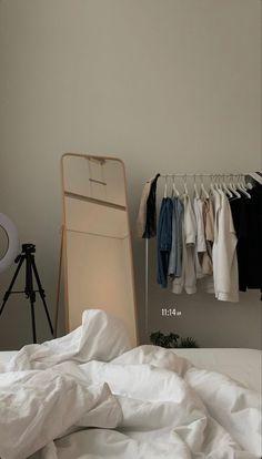 Room Ideas Bedroom, Bedroom Decor, Bedroom Inspo, Minimalist Room, Minimalist Interior, Room Goals, Aesthetic Room Decor, Dream Apartment, Dream Rooms