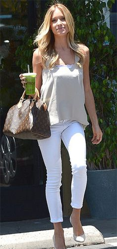 Kristin Cavallari maintains her slim post-baby body with green juice.  Kristin Cavallari reveals her secret to her beauty and fitness is taking green juice. She's pretty much a Midwest gal now, residing in Chicago. But Kristin Cavallari hasn't lost her Los Angeles touch. Stepping right back into the West Coast lifestyle, the 26-year-old Laguna Beach alum cooled off with a nutritious green juice. Check out at:http://www.womenfitness.net/news/other/kristinCavallari_juice.htm