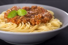 Home Made Spaghetti Sauce Recip - Foody Lover Meat Recipes, Slow Cooker Recipes, Pasta Recipes, Cooking Recipes, Healthy Recipes, Canadian Dishes, Canadian Food, Canadian Recipes, Confort Food