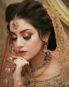 Indian Bridal Photo-Shoot Ideas and Images Pakistani Bridal Hairstyles, Pakistani Bridal Makeup, Bridal Mehndi Dresses, Bridal Eye Makeup, Pakistani Wedding Outfits, Bridal Makeup Looks, Bridal Dress Design, Bridal Hairdo, Bridal Photoshoot