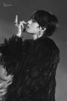 bts black and white bts b&w b&w edit b&w aesthetic bts icons black and white icons Kim Namjoon, Kim Taehyung, Seokjin, Hoseok, Taehyung Fanart, Foto Bts, Bts Photo, Bts Black And White, Black Swan