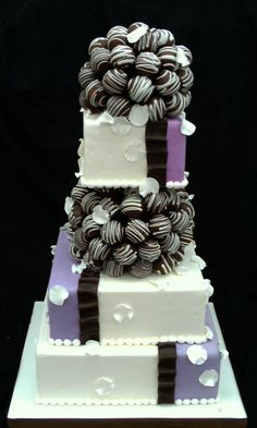 wedding cake with cake pops, Ok now I know what kind of cake I want for my very far into the future wedding!