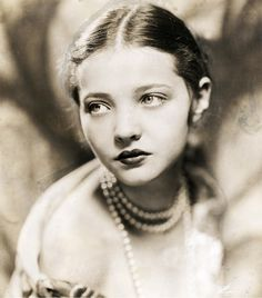 "summers-in-hollywood: ""Sylvia Sidney, "" Old Hollywood Glamour, Golden Age Of Hollywood, Vintage Hollywood, Classic Hollywood, Vintage Photographs, Vintage Photos, Sylvia Sidney, Katharine Ross, Silent Film Stars"