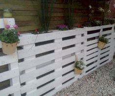 If you are looking for Diy Projects Pallet Fence Design Ideas, You come to the right place. Below are the Diy Projects Pallet Fence Design Ideas. Small Garden Fence, Vertical Pallet Garden, Pallets Garden, Backyard Fences, Garden Fencing, Diy Pallet Projects, Pallet Ideas, Fence Design, Garden Design