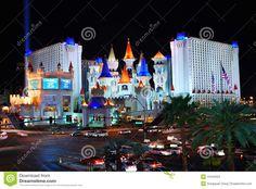 d hotel las vegas | Hôtel d'Excalibur et casino, Las Vegas la nuit avec la circulation ...